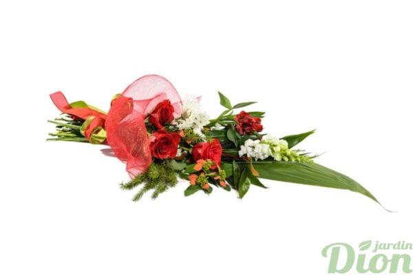 bouquet-avec roses-rouges-mufliers-blancs-tule