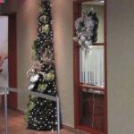 Demi-sapin de Noël décoré