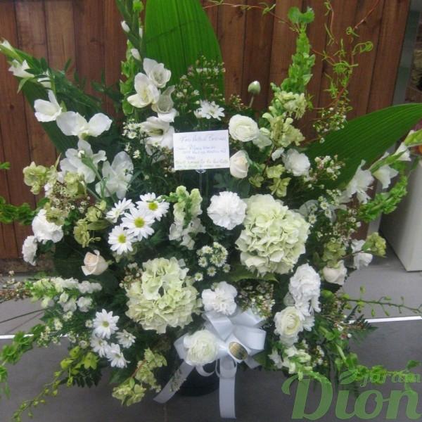FMO-02014-immaculee-arangement-funeraire-mortuaire-blanc